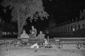 Junge Obdachlose für gegen Merkel