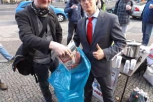 Der Kreisvorsitzende Karl Uhlmann garantiert die fachgerechte Entsorgung