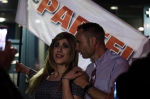 MdL Patrick Schreiber (CDU) gesteht Lara, dass sie ihm zu weiblich sei.