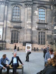Wahlverlierer Markus Ulbig (CDU) muss im Pressegespräch eingestehen, dass er lieber ebenfalls ehrlich mit diesem Dresden umgegangen wäre (Plakat)
