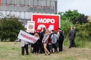 Wie Mopo24.de freundlicherweise berichtete, diente diese Erleichterung nur dem Ziel, den Genossen in der Schmierlappen-SPD adäquat die Hand zu schütteln