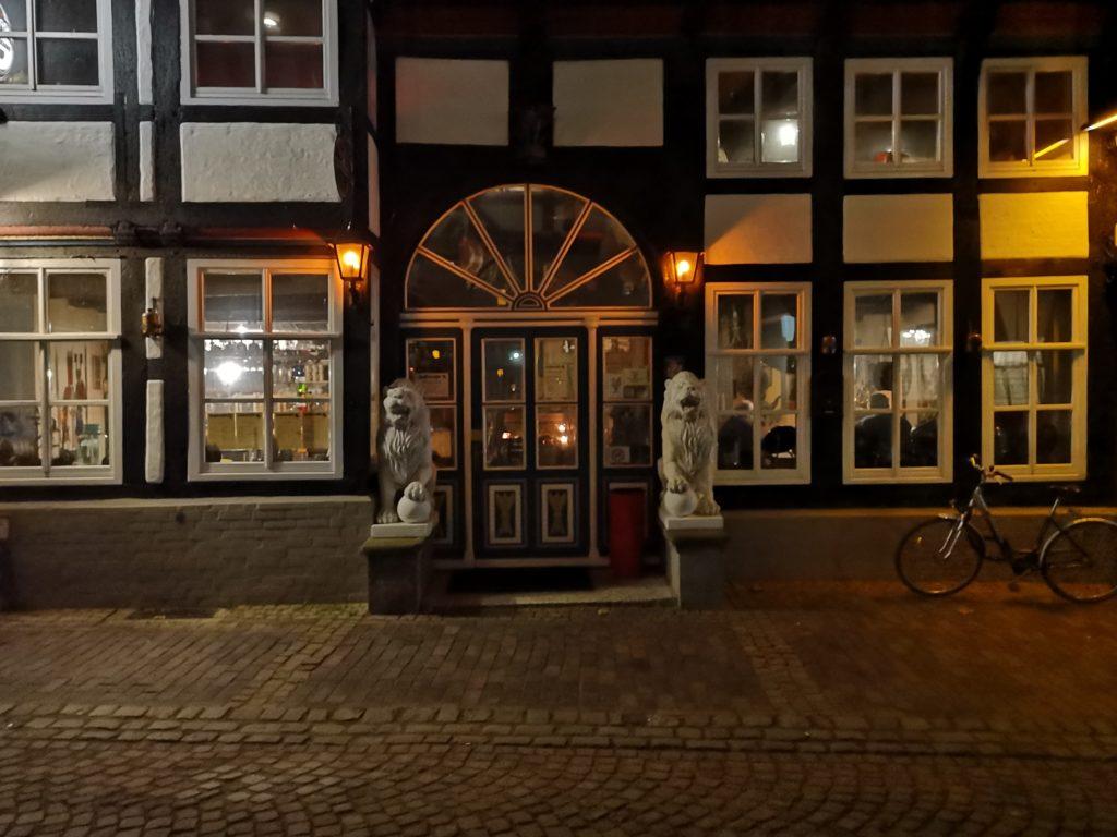 """Im Gasthaus """"Zum Schwarzen Keiler"""" in Nienburg findet an jedem 3. Donnerstag im Monat der Stammtisch statt."""